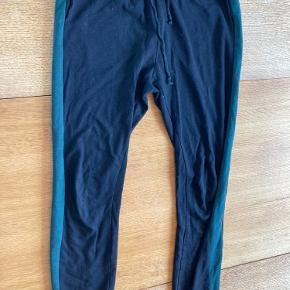 Sweatpants med grøn stribe