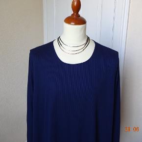Flot  Cl. Shang bluse/tunika sælges, bytter ikke. Brystmål: 68x2 Længde81 Materiale: er desværre klippet af, men meget lækker og ha på.  Jeans har jeg på en anden annonce.  Se alt mit tøj i BIB-  Se også de andre annoncer jeg har.