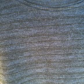 Smart sweater i 100% bomuld. Kun brugt få gange. Fremstår derfor som ny. Portoen er 37 kr. som køber betaler.  Bytter ikke. Se også mine øvrige annoncer. Betaling via mobilepay og sender med DAO fra dag til dag. (10)
