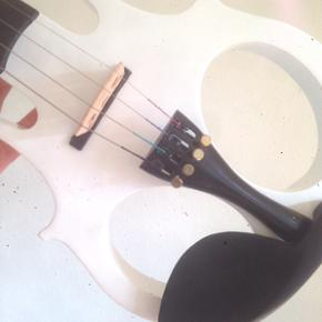 Harley Benton Electric Violin Vintage White(used 2 times as new) active Shadow NFX Nanoflex pick-up system,combined line out/phones out,aux in bass,treble,volume complete with cables and i have multiple amplifers for sale make a bid