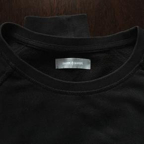 Sælger denne fine bluse fra samsøe samsøe. Rigtig fin med skjorte indenunder Køber betaler fragt 🌸