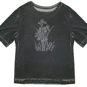 Sød let bluse købt i udlandet, størrelsen er L. #30dayssellout