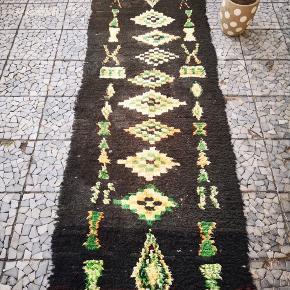 Bomulds tæppe, Marokkansk tæppe,  boucherouite tæppe, Kan vaskes i vaske maskine. Måler 255 x 80 cm