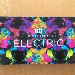 💙URBAN DECAY ELECTRIC PALETTE💚  Urban decay øjenskyggepalette med 10 elektriske og lækre neonfarver. Der er spejl indenvendig.  Pensel medfølger ikke.   Den er brugt, men ingen af farverne er brugt specielt meget.