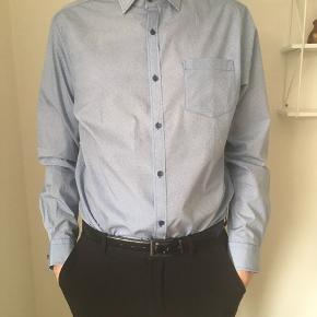 Rui filzardo skjorte med mønster, str. Large. Aldrig brugt - kun prøvet på for at tage billede. Nypris 300kr.