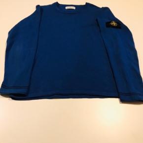 Sælger denne super lækre Stone Island trøje!✌🏻 - Disse stone Island trøjer ryger sindsygt hurtigt på profilen, så det er med at slå til NU!🔥 - Str: 12 år (fitter 155-170 cirka) Cond 8 (mærket er klippet ud) Fejler intet!💪 -  Pris 799;-😍 Modtager meget gerne bud! - Skriv pb hvis du er intreserret eller har spørgsmål! God aften😊