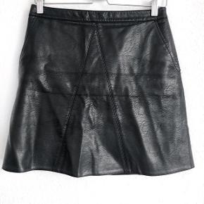 Zara A-formet nederdel    størrelse: M   pris: 100 kr   fragt: 37 kr