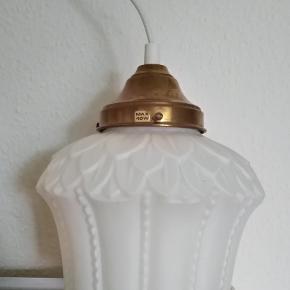 Skøn retro loftlampe i hårdt glasagtigt materiale Fejler intet Sender med dao kr 38 Mobilepay Tag også et kig på mine andre annoncer