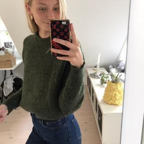 Flot strik sweater i mørkegrøn fra Envii. Str s, men kan også bruges af en s. Fin stand!   Pris: 150 kr  BYD GERNE  Tjek også mine andre varer!!☺️💐🌞