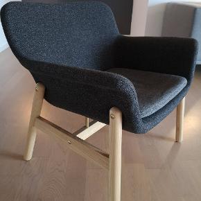 Ikea VEDBO lænestol - under 1 år gammel og fremstår som ny, ingen slitage.