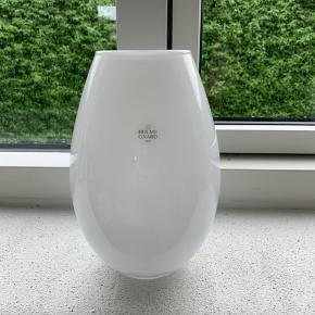Fin hvid vase fra Holmegaard, Cocoon 20,5 cm
