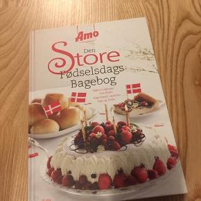 Fødselsdagsbagebog Amo   Den første bog i rækken er Den Store Fødselsdagsbagebog. Bogen markerer Amos 80 års fødselsdag og er fyldt med opskrifter og inspiration til fødselsdagsfesten.