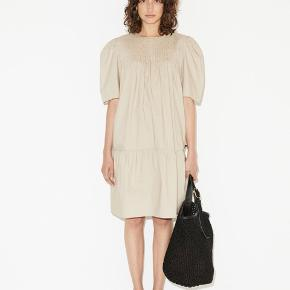 """Aninah"" kjole fra By Malene Birger i perfekt stand 🌙"