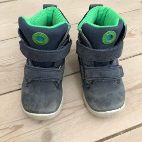 Lækre vinterstøvler - nypris 600kr  Er ikke blevet brugt så meget da de blev købt til et 11 måneders barn der lige havde lært at gå.   Sender ikke ☺️