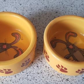 2 skåle brugt til kaniner  men fejler intet 30 kr for begge
