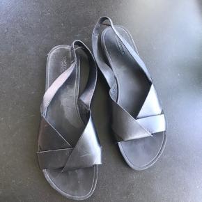 Sandalerne er brugt 1 gang.