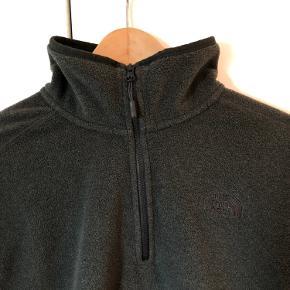 The North Face 1/4 zip fleecetrøje i grå, brugt 1 gang :) Mvh Gustav