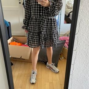 Super fin kjole fra H&M  Den fitter fra S-M