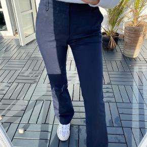 Sælger disse flare bukser i habitstof, super lækre!