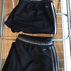 Adidas træningsbukser  Str. XXL Brugt max. 10 gange pr. par. Er i rigtigt fin stand.  Prisen er for begge par.