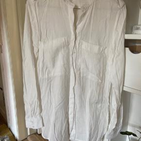 Fin skjorte fra H&M, aldrig brugt.