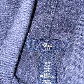Klassisk GAP hoodie med gråt logo