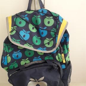 Varetype: Skoletaske Størrelse: 1-3 kl Farve: Blå  alt skal væk