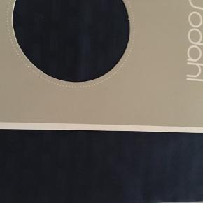 """Mega billigt😊  Nyt sengetøj, fra Södahl i god kvalitet, blødt og solidt sengelinned aldrig brugt idealt til """"drengeværelse"""", sommerhus eller bare mangle du nyt😊  220x140 cm , pudebetræk 60x63  Oprydningssalg, tages ikke retur, pris plus fragt. Badeværelse sæt (sæbedispenser og bademåtte) dækkeservietter og brødbox følger ikke med men kan tilkøbets   Mængderabat gives, se også mine sko, tasker og tøjtilbud 😊  sengetøj/ soveværelse /"""