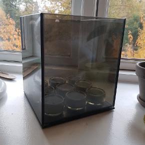 Excel Endless light 9 fyrfadsstage i smokey Grey glass. Der er ingen skår eller ridser i stagen. Original emballage medfølger.  Kan afhentes på Nørrebro.
