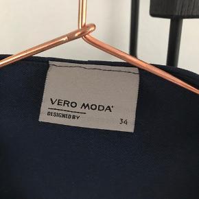 Vero moda blazer i mørkeblå, brugt én gang