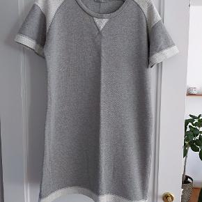 Sweatshirt kjole. Brugt men fejler intet.