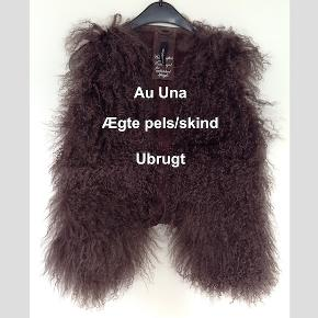 Vest fra Au Una. Aldrig brugt, med prismærker, fejler intet. Ægte skind og pels. Størrelsen er 36. Bytter ikke
