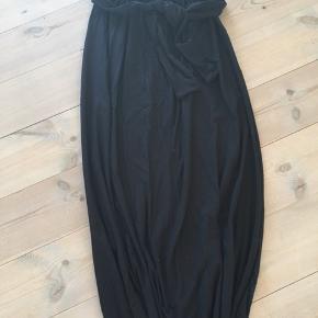 Ny XS/S nederdel med bindebånd. Super blød. Nypris 350,-