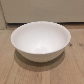 4 hvide skåle fra Rosendahl sælges. Kan fx bruges til suppe eller yoghurt  Sælges for 60 kr pr stk eller 200 kr samlet
