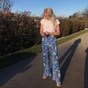 Bukser fra H&M trend str 36. Sælges da jeg ikke bruger dem nok