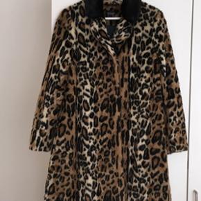 Helt ny Leopard pels. Ægte pels. Passer str 36-38. Perfekt til årstiden.
