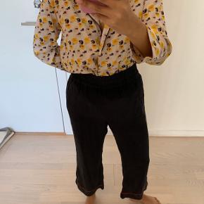 Ganni Grace silke bukser med et 'cropped' look. 100% silke   Ved TS handel betaler køber handelsgebyr🌸