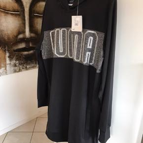 Skøn tunika/kjole med hætte fra Puma den er ny med tags og er aldrig brugt super flot og lækker😊😊