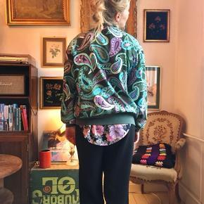 Fin vintage jakke med skulderpuder :)