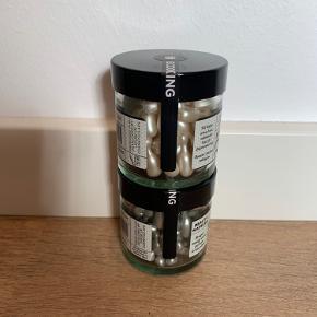 Stram op kapsler og A-Vitamin kapsler  Ubrugte og ubrudt lukkelabel Nypris 349kr stk.  180 kr stk eller begge for 320