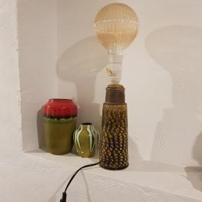Overvejer at sælge min kähler bordlampe. Virker som den skal. Ingen skår Pris 500 kr