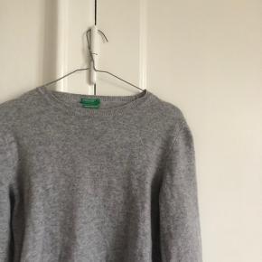 Sweater fra benetton i str small, god men brugt byd