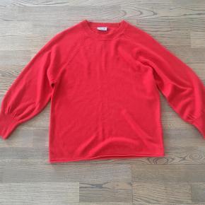 Varetype: bluse Farve: se billede  Købt for lille i Tyskland. Aldrig brugt Meget flot farve Jeg betaler porto
