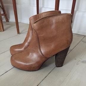 Lækre støvler, der sidder godt på foden. Kun brugt få gange!