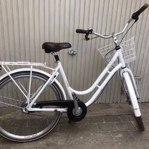 BYD Rigtig fin SCO damecykel, 26 tommer. Lidt rustpletter og slid på bagagebæreret efter der har været en cykelkurv, men virker præcis som den skal.