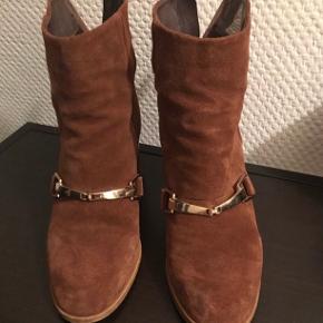 Støvler fra asos- i str. 37. 👢  150 kr inklusiv fragt. 💰
