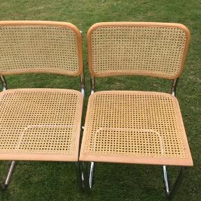 2 pæne Barberstole/ frisvingerstole . Stramt flet . Røgfrit hjem. 600 kr. stk. Jeg har også 4 andre rigtig flotte Barberstole , som kan kombineres med disse . Kan evt. leveres / fragtes til z  København eller Århus for er et beskedent beløb.