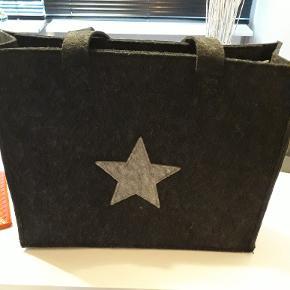 Taske af en slags filt. Købt i Ebeltoft for to mdr siden