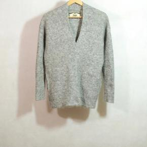 BY MALENE BIRGER SWEATER 34% wool,34% kid mohair,27% poliamide,5% elastane LANG CA 64 CM BRYST CA 94 CM