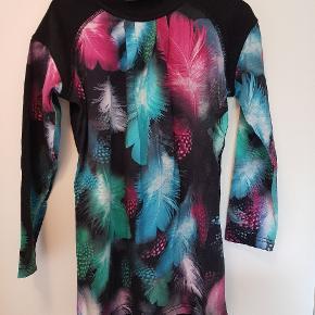 Så flot kjole. Virkelig flotte farver. Brugt få gange.
